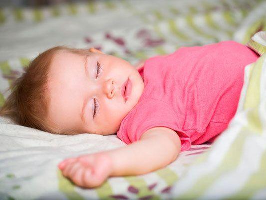 bebe durmiendo feliz