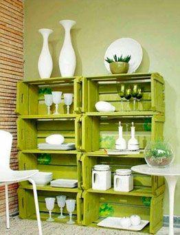 estanterias con cajas de frutas