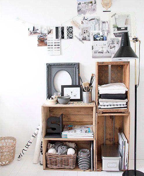 escritorios con cajas de madera