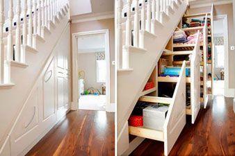 organizador en la escalera